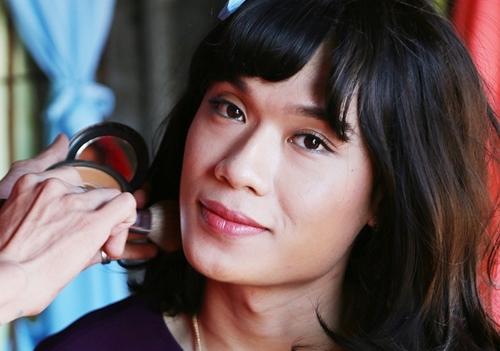 Quang Trung vào vai chuyển giới trong phim Lô tô năm 2017.