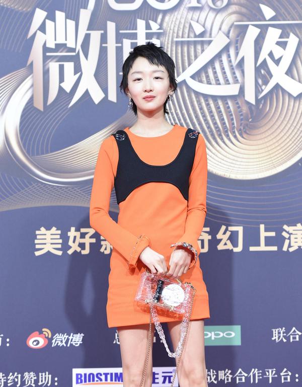 Hai mỹ nữ Tân Cương đọ phong cách ở sự kiện