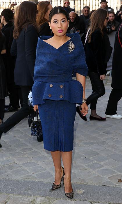 Chỉ cao 1,55 mét, công chúa Thái Lan biết chọn quần áo tôn dáng. Cô chuộng trang phục đơn sắc, giày mũi nhọn.