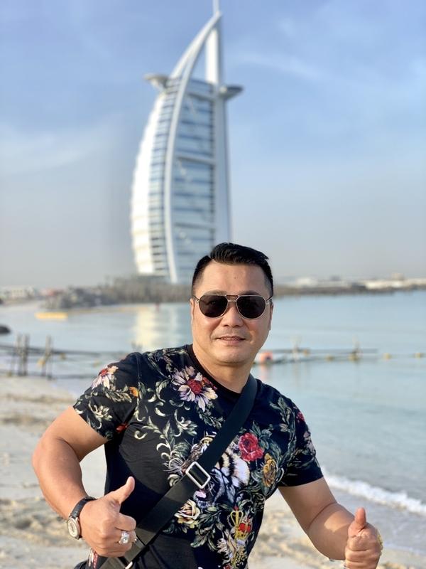 Lý Hùng ngồi thủy phi cơ tham quan Dubai
