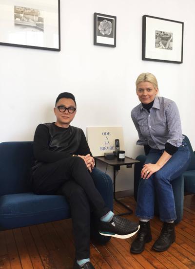 Nhà thiết kế Công Trí (phải) và stylist Kate Young (trái).