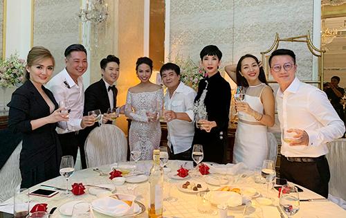 Bạn bè, đồng nghiệp trong đám cưới của Lê Hiếu.