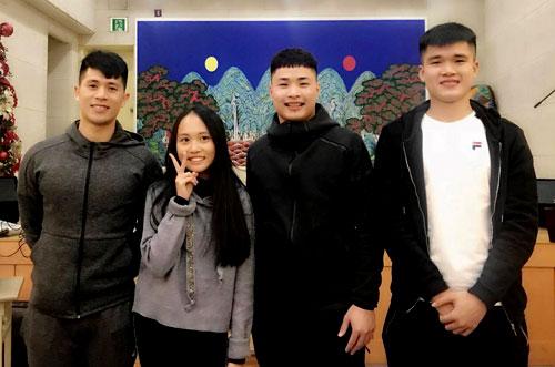 Đình Trọng (trái) và Xuân Hưng (phải) đang ở Hàn Quốc để điều trị chấn thương.