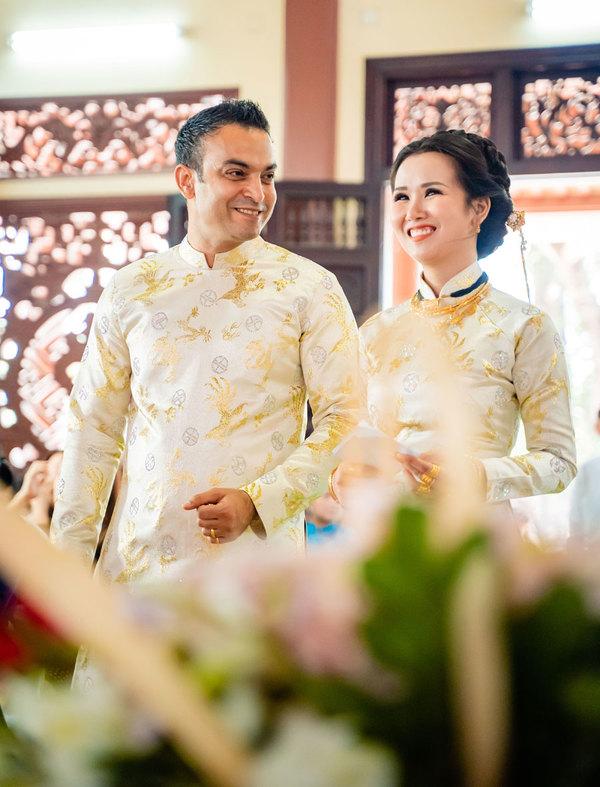 Võ Hạ Trâm cùng chồng Ấn Độ làm lễ hằng thuận ở chùa