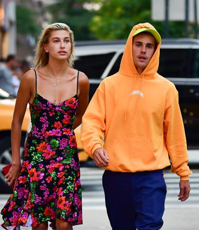 Justin và Hailey đang ở khách sạn trong lúc tìm được nhà mới.