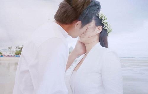Nụ hôn trên bãi biển của Thanh Thức và Lê Phương.