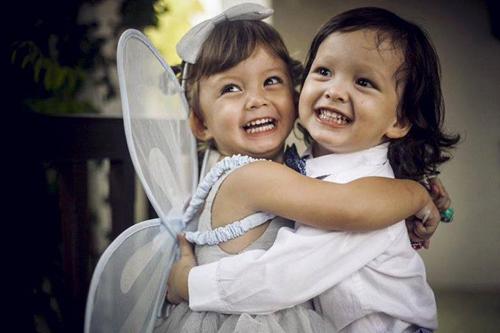 Tôm và Tép - cặp song sinh nhà Hồng Nhung - năm nay sáu tuổi.