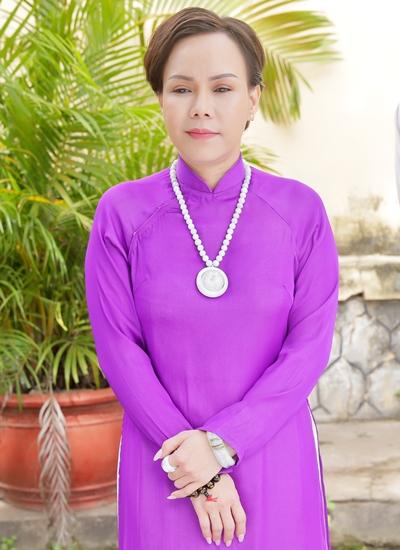 Tạo hình của Việt Hương trong phim mới.