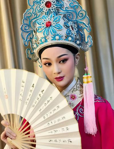 Thiếu nữ cạnh Quan Âm Bồ Tát trong Tây du ký ngày ấy, bây giờ - 4