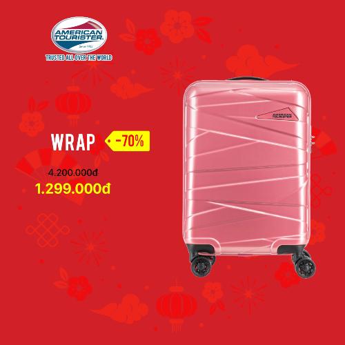 BST Wrap của thương hiệu Mỹ American Tourister giảm còn1,299 triệu đồng. ValiWrap nổi bật với tính năng 4 bánh xe đôi 360 độ, giúp việc di chuyển trở nên linh hoạt và êm ái.