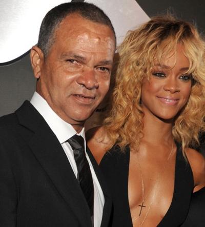Rihanna nói cô nhiều lần chứng kiến bố bạo hành mẹ mình.