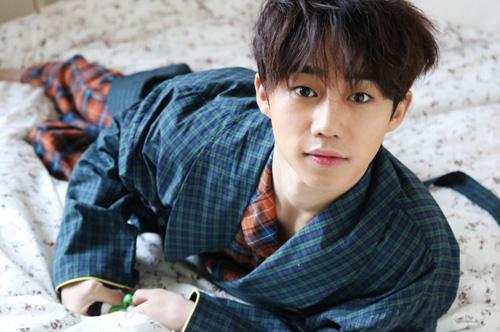 Hình ảnh Ji Bin được công ty quản lý đăng tải gần đây. Năm 2018, anh tham gia các phim Tofu Personified, Bad Papa. Chàng trai tuổi Hợi được fan kỳ vọng bùng nổ trong năm nay.