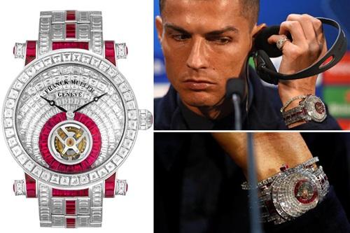 Năm 2018 đánh dấu nhiều biến động của Ronaldo khi anh bất ngờ dứt áo ra đi khỏi Real Madrid. Mặc dù vậy, chân sút Bồ Đào Nha vẫn dễ dàng đút túi 108 triệu USD trong năm vừa rồi và không ngại chi 1,3 triệu USD (khoảng 30 tỉ đồng) để tậu chiếc đồng hồ Franck Muller Invisible Set Tourbillon đính 474 viên kim cương baguette cùng 91 viên ruby.