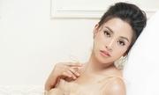 Hoa hậu Tiểu Vy khoe vai với đầm xuyên thấu