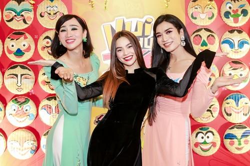 Hồ Ngọc Hà và hai nghệ sĩ hài có sở thích giả gái - BB Trần và Hải Triều (phải).