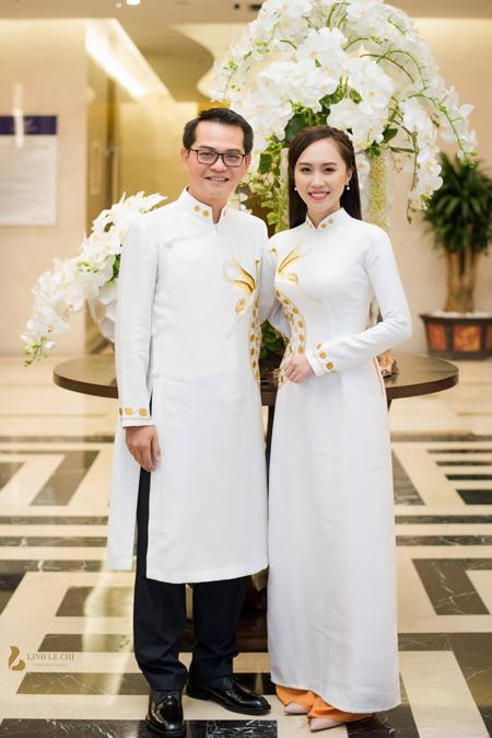 Dù hơn bạn gái 19 tuổi, NSND Trung Hiếu và Thu Hà được nhận xét xứng đôi vừa lứa. Ảnh: Chí Linh.
