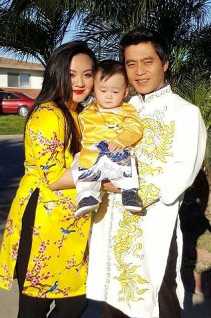 Xuân Mai và chồng bên con trai đầu.