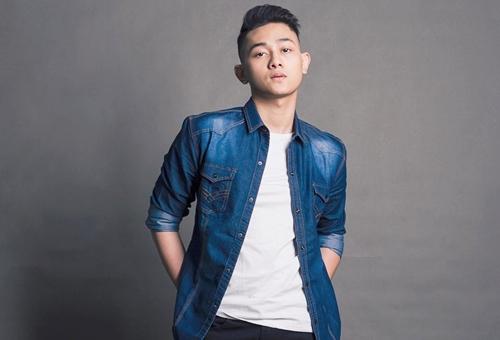Roy sinh năm 1996 tại TP HCM, vừa tốt nghiệp Khoa Du lịch - Khách sạn, Trường Đại học Ngoại ngữ - Tin học TP HCM. Năm 2018, anh tham gia cuộc thi tìm kiếm tài năng âm nhạc ở châu Á - do công ty Zenith Media Contents tổ chức. Vượt qua hàng nghìn ứng cử viên sáng giá, anh cùng 5 người Việt khác được tuyển chọn. Cùng ra mắt trong vai trò ca sĩ nhóm nhạc K-pop với Hoài Bảo còn có Queen (nhóm Z-Girls, tên thật là Lục Quyên).