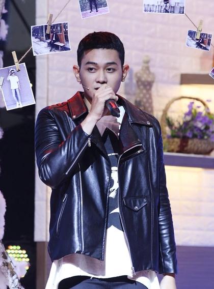 Anh từng thể hiện tài ca hát, được đánh giá chất giọng ngọt ngào trong chương trình.