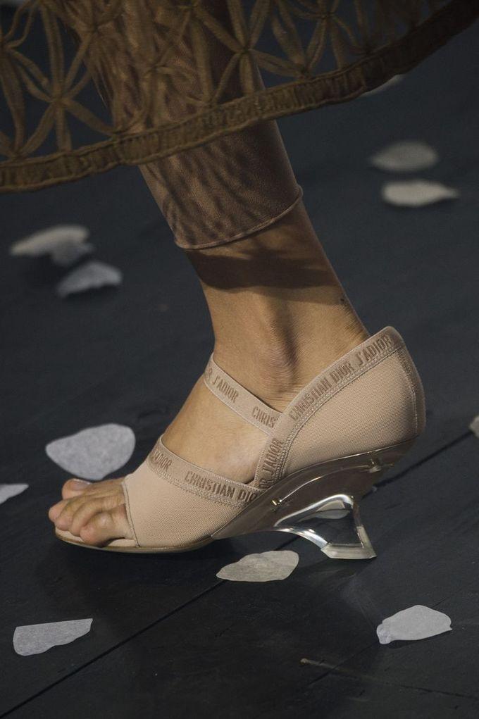 Những kiểu giày lên ngôi Xuân Hè 2019