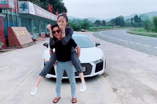 Sau đó, nam doanh nhân có mặt tại nhà bạn gái ở Lạng Sơn để chuẩn bị cho đám giỗ bố cô. Lúc này, anh đã gọi cô là vợ.