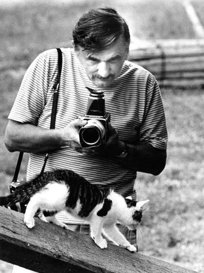 Mặc dù Chandoha chụp chó, ngựa và nhiều con vật khác, ông nổi tiếng nhất với những bức ảnh mèo, từng xuất hiện trên những tạp chí như Life, National Geographic, phông quảng cáo của những thương hiệu nổi tiếng về thức ăn cho mèo, lịch hay trong những cuốn sách như Walter Chandohas Book of Kittens and Cats (1963), How to Photograph Cats, Dogs and Other Animals (1973).