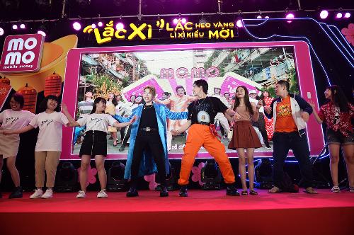 Sao Việt ăn mừng chiến thắng bóng đá bằng điệu nhảy Lắc Xì - 3