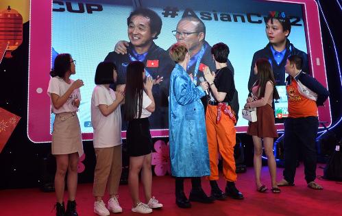 Sao Việt ăn mừng chiến thắng bóng đá bằng điệu nhảy Lắc Xì - 2