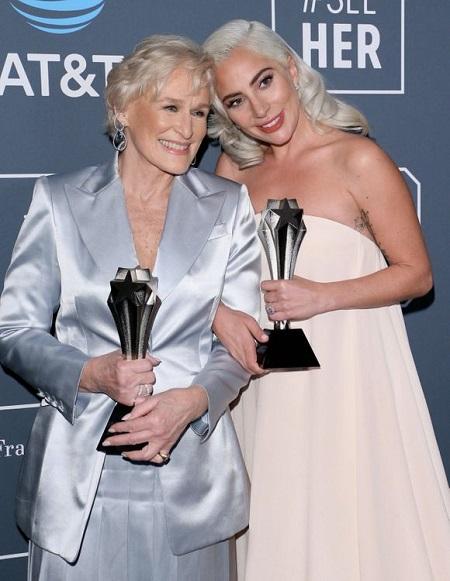 Glenn Close và Lady Gaga cùng nhận giải ở Critics Choice Awards 2019. Họ được nhận định sẽ cạnh tranh gắt gaoở giải nữ chính Oscar.