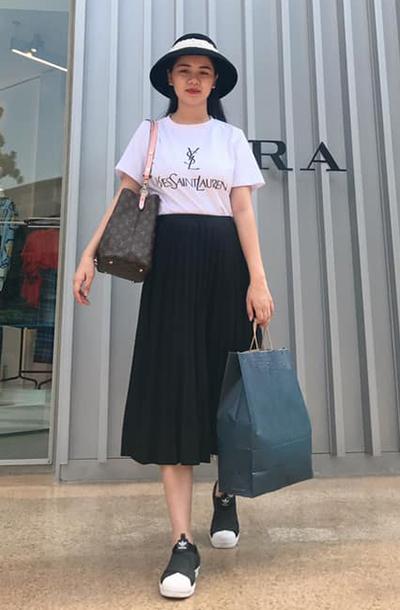 Ngoài các thương hiệu cao cấp, Thùy Phương cũng thường xuyên mua sắm quần áo, phụ kiện ở một số thương hiệu thời trang bình dân như Zara, H&M...