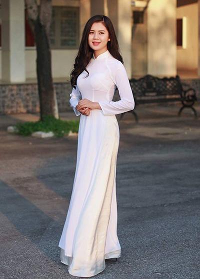 Là hoa khôi Đại học Vinh, Thuỳ Phương có gương mặt phúc hậu, vóc dáng cao ráo.