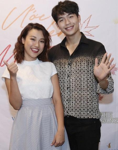 Hoàng Oanh (trái) và Trần Quốc Anh ở buổi ra mắt dự án.