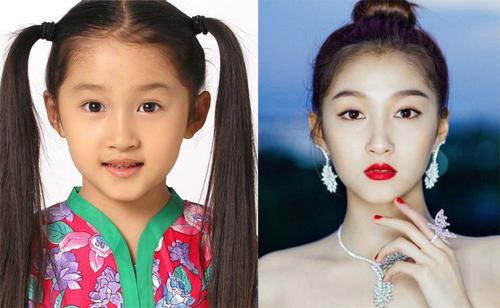 Quan Hiểu Đồng sinh năm 1997, đóng phim đầu tiên năm bốn tuổi. Thời nhỏ, cô quen thuộc với khán giả Trung Quốc qua Phường tơ lụa, Tái sinh duyên, Vô cực, If You Are The One 2, Khổng Tử Xuân Thu... Hiểu Đồng được mệnh danh là Khuê nữ quốc dân (Cô con gái quốc dân).Ở tuổi 20, cô đã góp mặt trong khoảng 100 phim điện ảnh, truyền hình. Hiểu Đồng hiện là sao trẻ hàng đầu Trung Quốc. Người đẹp hẹn hò ca sĩ Lộc Hàm.