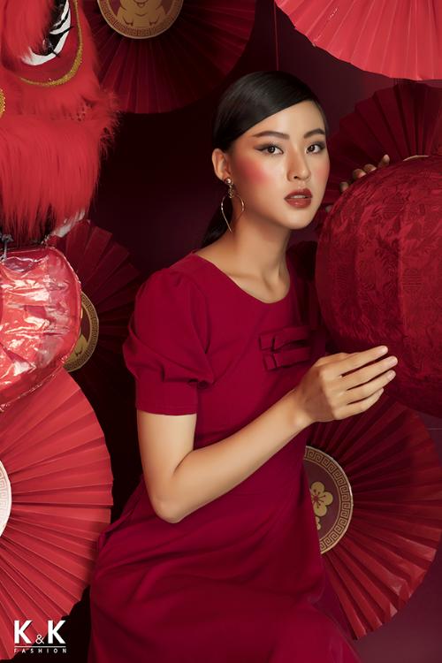 Đầm xòe đỏ đính nơ KK84-05; giá: 430.000 đồng.