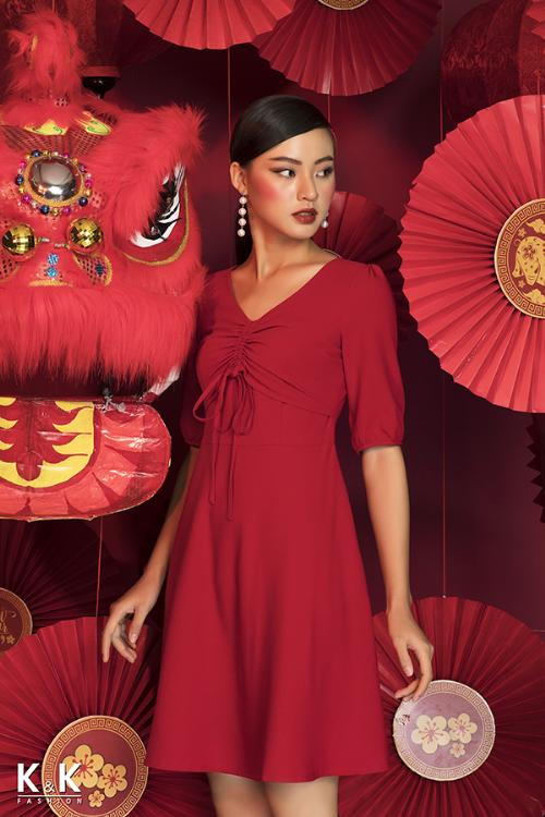 Đầm xòe đỏ tay lỡ thắt nơ KK82-35; giá: 440.000 đồng.