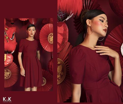 Đầm xòe gam màu đỏ trầm ấm KK82-17; giá: 470.000 đồng.