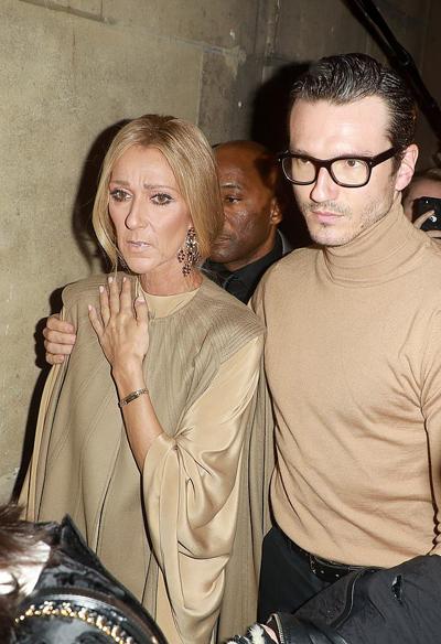 Celine Dion đi dự các sự kiện tại Paris cùng vũ côngPepe Munoz - người yêu tin đồn. Cả hai không lên tiếng xác nhận mối quan hệ nhưng luôn có cử chỉ tình cảm, thân mật tại các đêm thời trang gần đây.