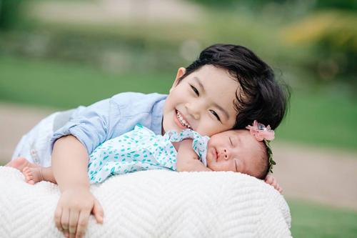 Con trai Ku Bi và con gái Anna của Khánh Thi, Phan Hiển.