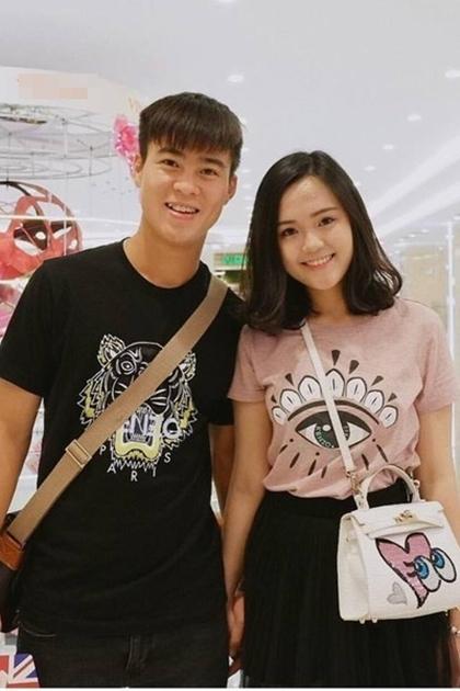 Bạn gái Duy Mạnh - Quỳnh Anh - là em vợ tiền vệ Văn Quyết và là con gái thứ hai của chủ tịch CLB Sài Gòn FC. Hiện côlà sinh viên Học viện Ngoại giao Việt Nam, đồng thời là chủ shop thời trang, mỹ phẩm tại nhà.