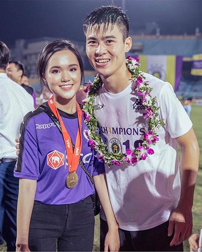 Nguyễn Quỳnh Anh là con gái thứ hai của cựu chủ tịch CLB Sài Gòn. Cô cũng là em vợ của cầu thủ Văn Quyết.