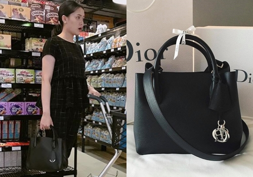 Bên cạnh Chanel, cô còn mê các sản phẩm của nhà mốt Dior.