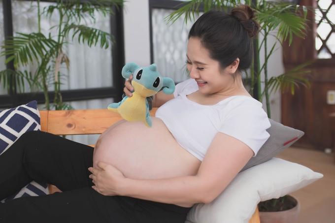 Thanh Thúy khoe bụng bầu ở tháng cuối thai kỳ