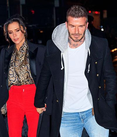 David Beckham và Victoria nắm tay trên phố.