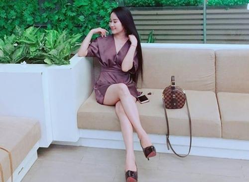 Ngọc Quyên từng góp mặt trong một vài vai nhỏ phim truyền hình và thi Miss Vinh 2014. Cô có nhan sắc trong sáng và phong cách thời trang giản dị, nữ tính.