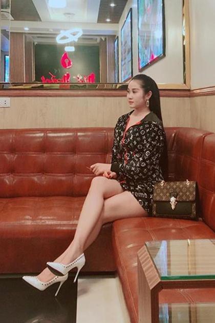 Cô cũng có sở thích chơi hàng hiệu, đặc biệt là hiệu Louis Vuitton.