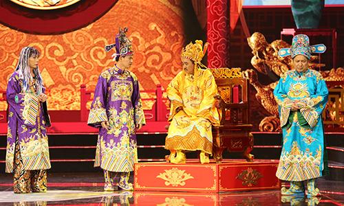 Từ trái sang: Bắc Đẩu (Công Lý), Nam Tào (Xuân Bắc), Ngọc Hoàng (Quốc Khánh) và Táo Giáo dục Chí Trung.