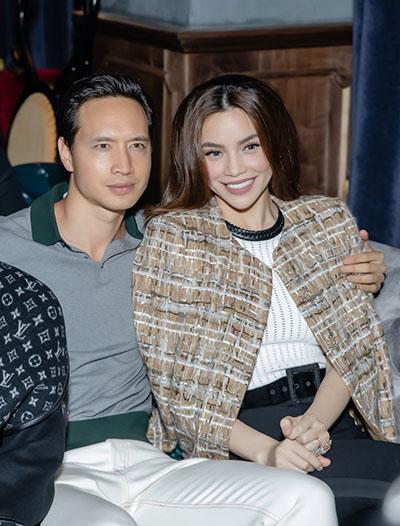 Mới đây, Kim Lý và Hà Hồđóng cảnh vợ chồng trong MV Live Beyond - Hạnh phúc là đây của nữ ca sĩ. Cả hai cho biết họ đang hạnh phúc trong tình yêu.