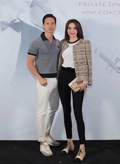 Tối qua, Kim Lý và Hồ Ngọc Hà tay trong tay đến dự đêm nhạc thân mật dành cho khách VIP của Hoàng Rob.