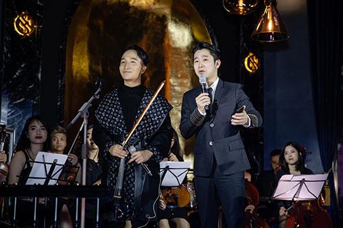 Hoàng Rob cũng chia sẻ về những dự án âm nhạc tâm huyết sẽ ra mắt đầu năm 2019 la bộ đôi đĩa than và một liveshow cuối năm.