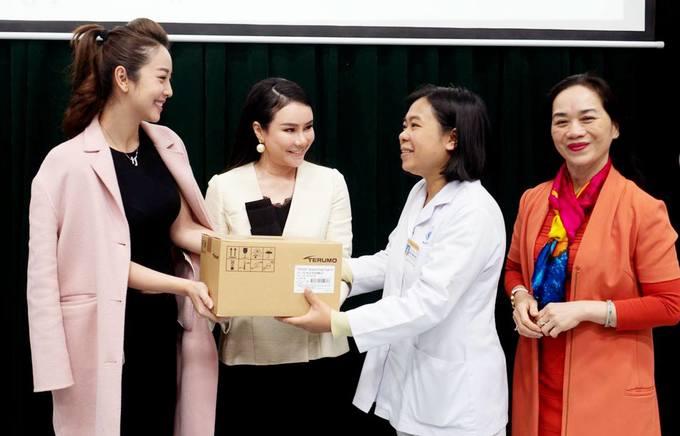 Jennifer Phạm hội ngộ chồng cũ Quang Dũng